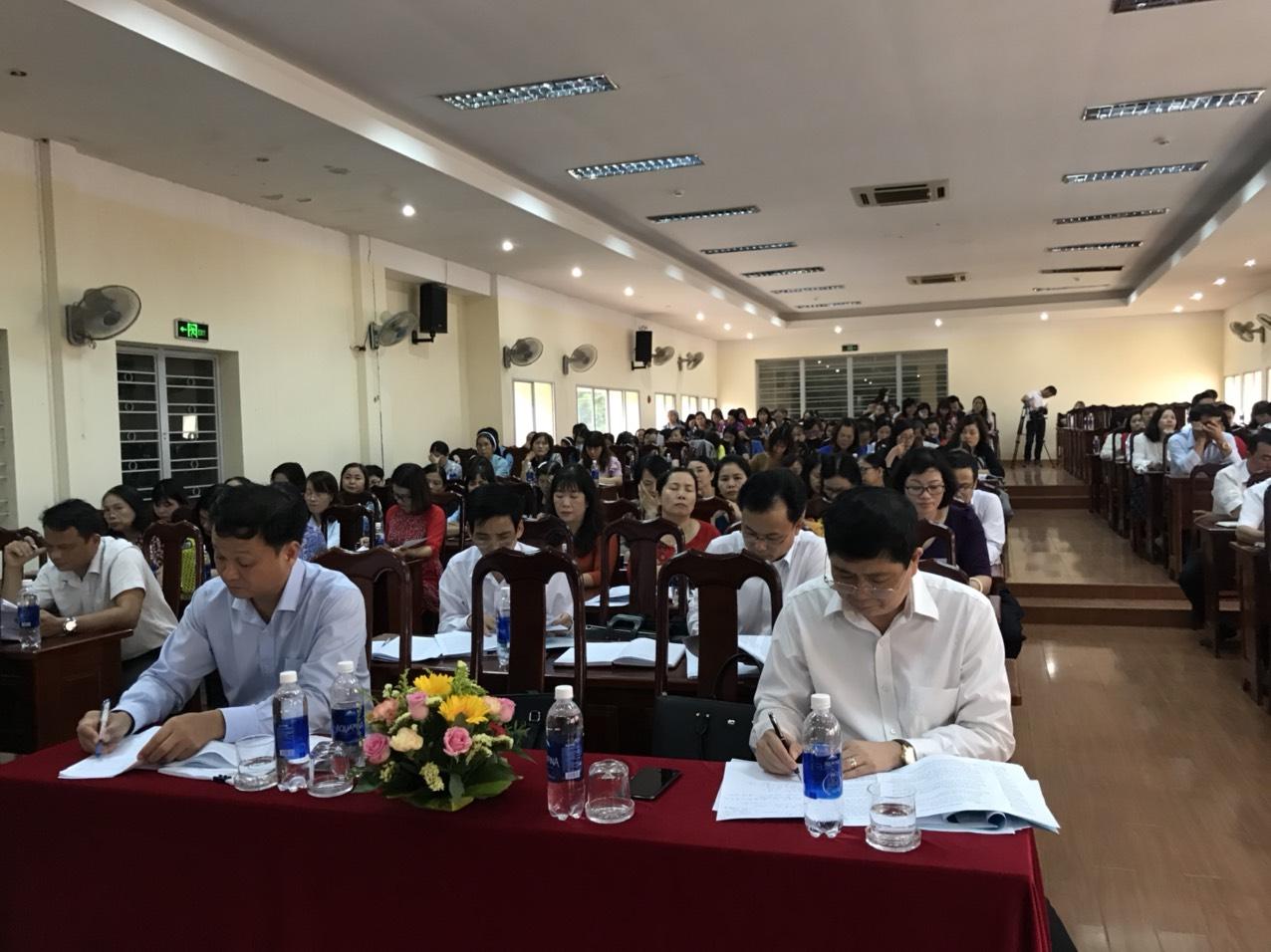 Các đại biểu về dự Hội nghị tổng kết năm học 2019 - 2020
