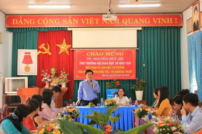Thứ trưởng Bộ Giáo dục và Đào tạo Nguyễn Hữu Độ thăm và làm việc  tại trường tiểu học Nguyễn Công Trứ, thành phố Buôn Ma Thuột
