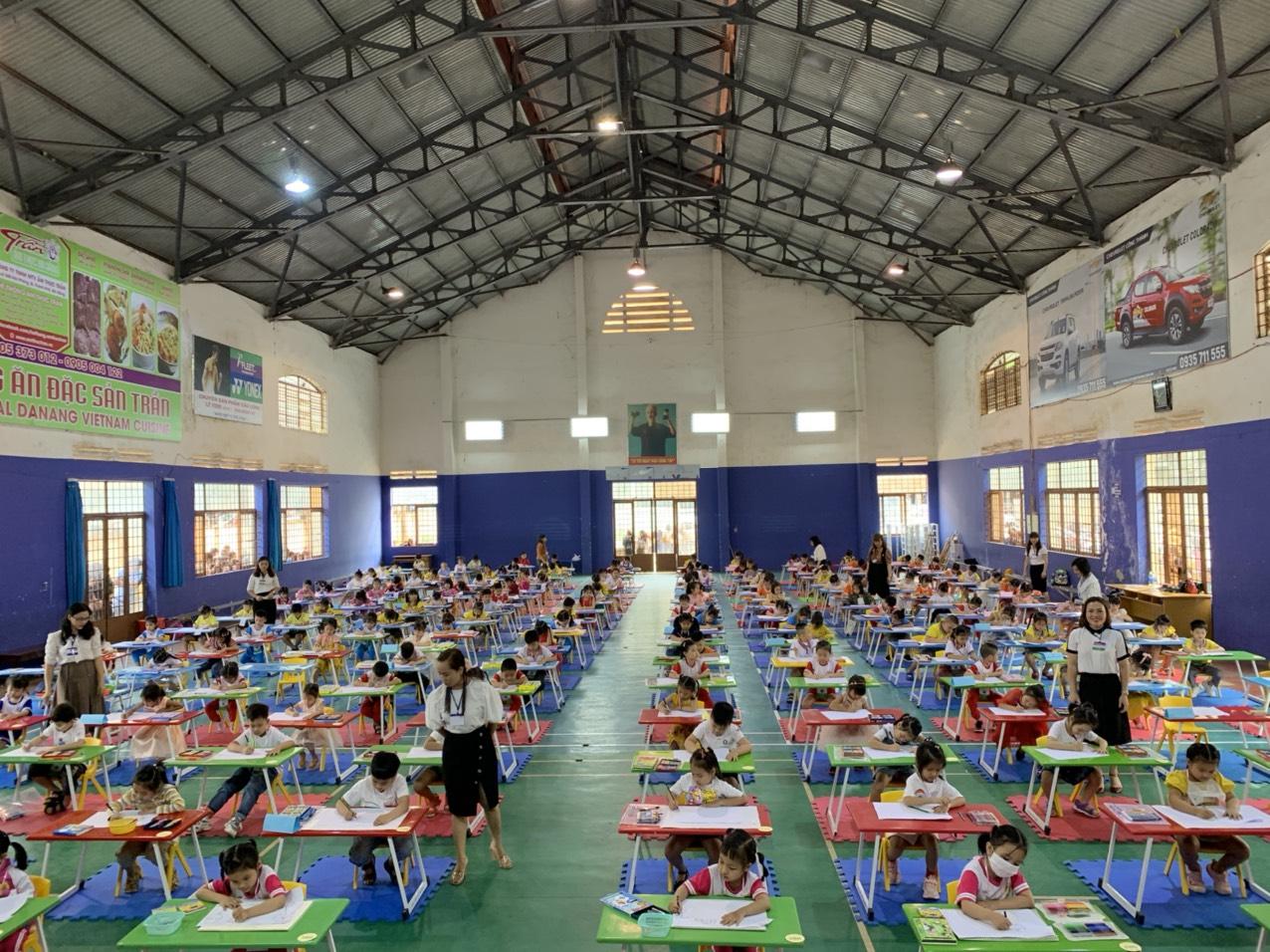 """Hội thi """"Nét vẽ xanh"""" dành cho trẻ mầm non 5 tuổi trên địa bàn thành phố Buôn Ma Thuột."""